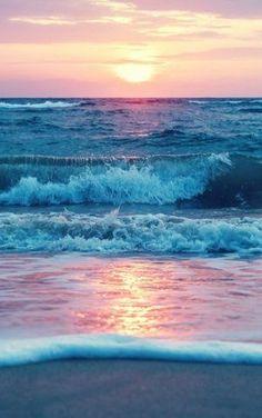 15 breathtaking photos that show the might and beauty of our oceans 15 atemberaubende Fotos, die die Kraft und Schönheit unserer Ozeane zeigen Nature Ocean Day, Ocean Beach, Ocean Waves, Ocean Pics, The Ocean, Ocean Sunset, Sunset On Beach, Pacific Ocean, Beach Town