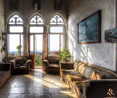 Does this room remind you of anything بترجعلكن هالغرفة ذكريات؟ By Dina Hilal  #Lebanon #WeAreLebanon