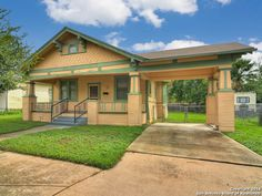 Awesome Southtown live/work opportunity! 1236 South St. Mary's, 78210 - $210,000.  Click for more details and to take a virtual tour.