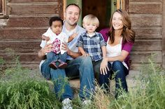 Good example of casual clothing with color pop rather than matchy-matchy. 50 Outstanding Examples Of Family Photography