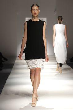 Tot-hom_SS16 #tothom #tot-hom #altacostura #modamujer #moda #fashion #desfile #ss16 #Barcelona #tendencia #model #vestidos #desfiletothom Stylish Clothes, Stylish Outfits, Pretty Dresses, Beautiful Dresses, Tot Hom, Wedding Attire, Wedding Dresses, Pant Suits, Fancy Pants