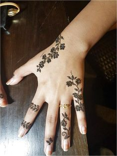 49 Beautiful Henna Tattoo Designs For Girls To Try At least Once - Torturein Egypt Modern Tattoo Designs, Henna Tattoo Designs Simple, Finger Henna Designs, Bridal Henna Designs, Unique Mehndi Designs, Mehndi Designs For Fingers, Beautiful Henna Designs, Tattoo Designs For Girls, Unique Henna
