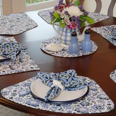 Round table centerpiece ideas for everyday and party time : Blue Floral Plate Cover For Round Wooden Table Centerpieces Equipped With Ceramic Tea Pot Flower Vase Round Table Centerpieces, Table Decorations, Centerpiece Ideas, Placemats For Round Table, Round Tables, Flower Vases, Flower Pots, Place Mats Quilted, Hot Pads