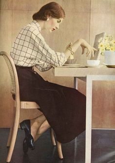 Breakfast timeless 1950s loveliness (image by Richard Rutledge, 1951). #vintage #1950s #fashion
