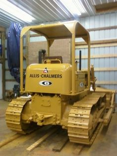 these are getting rarer by the day. Antique Tractors, Vintage Tractors, Old Tractors, Heavy Construction Equipment, Heavy Equipment, Construction Machines, Caterpillar Bulldozer, Earth Moving Equipment, Allis Chalmers Tractors