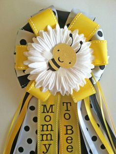 Mommy to bee - Bumble Bee Baby Shower Corsage Fiesta Baby Shower, Baby Shower Yellow, Baby Yellow, Baby Shower Favors, Baby Shower Parties, Baby Shower Themes, Baby Shower Gifts, Shower Ideas, Baby Gifts