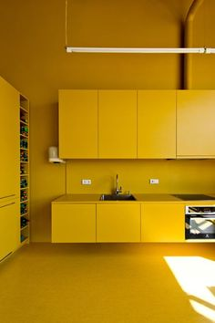 Vinted Office – Picture gallery – Home Office Design On A Budget Küchen Design, Interior Design, Cocina Office, Yellow Interior, Bespoke Kitchens, Home Office Design, Mellow Yellow, Office Interiors, Kitchen Interior