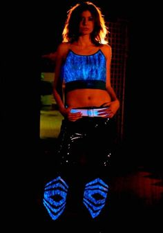this is mind-blowing stuff, garments made of fiber optic cloth! Light Up Dresses, Light Up Clothes, Fiber Optic Dress, Light Up Costumes, Led Dress, Cyber Punk, Smart Outfit, Cyberpunk Fashion, Masquerade Masks