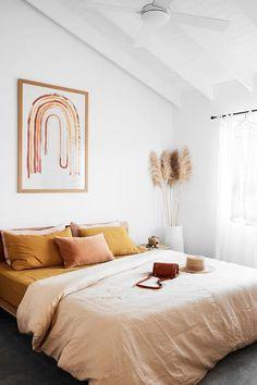 Ellie Bullen of Elsa's Wholesome Life's Gold Coast home - Warm, natural tones pervade this cosy bedroom. Boho Bedroom Decor, Room Ideas Bedroom, Modern Bedroom, Bedroom Inspo, Bedroom Designs, Boho Decor, Diy Bathroom, Home And Deco, My New Room