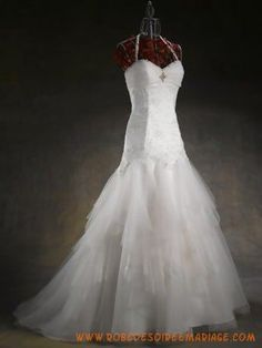 Belle robe de mariée avec traîne