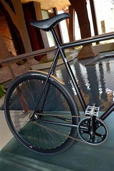 So Elegant, So Italian: Frenorosso - Mechanik/ Maschinenbau - Bici Retro, Velo Retro, Fixed Gear Bikes, Fixed Bike, Bike Tattoos, Pedal, Urban Bike, Commuter Bike, Bike Reviews