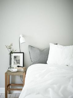 Small home in green grey – via Coco Lapine Design Teen Girls Bedroom Interior Design Ideas and Color…How to create a cozy and lovely interior in your…SEE ALL Interior, Bedroom Interior, Home Remodeling, Cheap Home Decor, Bedroom Green, Home Decor, House Interior, Minimalist Bedroom, Interior Design