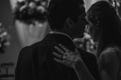 Este ano tive o prazer de ser eleito um dos cinquenta melhores fotógrafos de casamento do mundo pela Canon, e tenho certeza que este reconhecimento veio junto com a filosofia de fotografar casamentos deixando as coisas acontecerem naturalmente e buscando contar as histórias não só dos person...