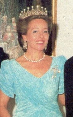 a larger, if somewhat fuzzy close up of Duchess Elisabeth of Bavaria wearing the diamond and pearl lattice tiara