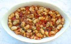 Greek Baked beans in tomato sauce-Gigantes plaki: Luscious, tender baked beans in a tomato-herb sauce. A traditional Greek dish bursting with flavor and nutrients. Bean Recipes, Dog Food Recipes, Cooking Recipes, Healthy Recipes, Veggie Recipes, Healthy Meals, Mediterranean Diet Recipes, Mediterranean Dishes, Greek Dishes