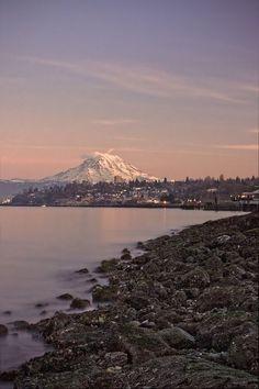 Mount Rainier From Tacoma | Washington (by Nwunseen)