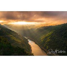 Con cada amanecer  empieza un nuevo día  #FelizViernes #RibeiraSacra #Lugo #Ourense #Galicia #SienteGalicia  Fotografía de Gregorio Puga Bailón en #Flickr #GaliciaCalidade #GaliciaMáxica #GaliciaMola #Galifornia #loves_galicia #estaes_galicia #TravelAddict #photooftheday #picoftheday #instagood #travel #viajar #viajes #turismo