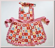 0DSC 3322 thumb1 Free SEWING PATTERN:                                                           Mother and Daughter Reversible Apron Pattern