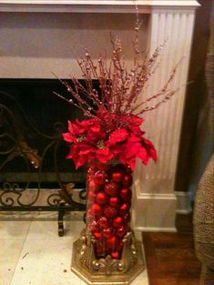 Take a look of few amazing Christmas centerpiece ideas for decoration which are time and money saving as well. Noel Christmas, Winter Christmas, Christmas Wreaths, Christmas Ornaments, Christmas Tree Ideas, Elegant Christmas Decor, Red And Gold Christmas Tree, Beautiful Christmas Trees, Christmas Flowers