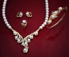 beautiful pearl and gold set