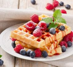 Low Carb Waffles - Tasty waffles without carbohydrates - low carb Backen ausprobiert - Nutella Low Carb Waffles, Protein Waffles, Waffle Recipes, Baking Recipes, Dessert Recipes, Waffle Toppings, Drink Recipes, Gluten Free Recipes For Breakfast, Gluten Free Breakfasts