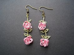 Boucles d'oreille en frivolité, Petites roses