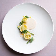 Alaska King Crab Leg Tortellini and Espuma Fennel Baby Asparagus Tatsoi  #GastroArt #foodstarz_official #expertfoods #cookniche #TheArtOfPlating #thestaffcanteen #foodies #truecooks #chefstalk  #tastefullyartistic #gastronogram #gastronomy #igfood #foodart #nikond7100 by rzkzulkifli