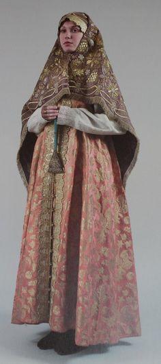 Вышитые платки в нижегородском народном костюме