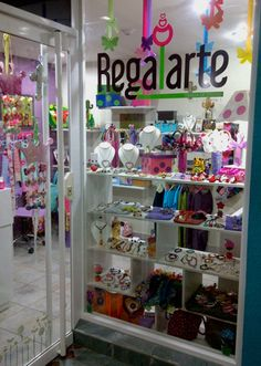 Tienda Regalarte Kids Store, Toy Store, Shop Interior Design, Store Design, Boutique Decor, Kids Boutique, Gift Wraping, Earring Display, Party In A Box