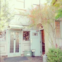 cake & antique shop.