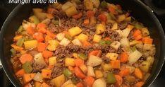 Il te faut 1½ de boeuf hachée 4 petites patates 1 patate sucrée 3 branches de céleri 1 oignon 3 carottes 1 panais 1 c... Confort Food, Pot Roast, Pesto, Nutrition, Branches, Ethnic Recipes, Cooking, Simple, Cooker Recipes