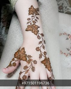 Simple Mehendi designs to kick start the ceremonial fun. If complex & elaborate henna patterns are a bit too much for you, then check out these simple Mehendi designs. Floral Henna Designs, Arabic Henna Designs, Stylish Mehndi Designs, Beautiful Mehndi Design, Best Mehndi Designs, Mehndi Designs For Hands, Henna Tattoo Designs, Henna Tattoos, Henna Mehndi