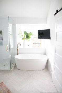 Dreaming of an extra or designer bathroom? We've gathered together lots of gorgeous bathroom ideas for small or large budgets, including baths, showers, sinks and basins, plus master bathroom decor some ideas. Bathroom Renos, Bathroom Layout, Modern Bathroom Design, Bathroom Interior Design, Bathroom Renovations, Modern House Design, Home Design, Small Bathroom, Bathroom Ideas