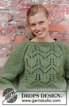 Miss Moss / DROPS - Knitted jumper with raglan in 2 strands DROPS Air. The piece is worked top down with lace pattern and moss stitch. Knitting Machine Patterns, Sweater Knitting Patterns, Drops Design, Finger Knitting, Free Knitting, Lace Patterns, Crochet Patterns, Scarf Patterns, Pull Crochet