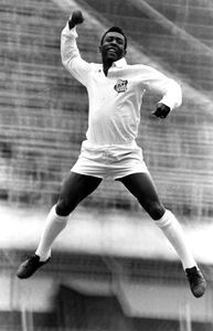 Soccer wasn't part of the curriculum before Pelé. The States largely ignored the sport. And then - Pelé. The combination of grace, flair, and ability forced us off our feet. Children on soccer fields everywhere owe their joy to Pelé. Football Icon, World Football, Football Soccer, Soccer Stars, Sports Stars, Good Soccer Players, Football Players, Image Foot, Sport Nutrition