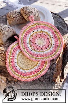 Free Crochet Potholders Pattern by Drops Design. Pattern and Image: Drops Design… Free Crochet Potholders Pattern by Drops Design. Pattern and Image: Drops Design I have always loved dishcloths and potholders patt… Crochet Potholder Patterns, Easter Crochet Patterns, Crochet Dishcloths, Knitting Patterns Free, Free Pattern, Free Knitting, Mandala Au Crochet, Crochet Circles, Crochet Flowers