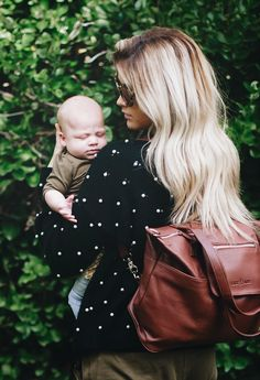 Lily Jade diaper bags are committed to keeping mama's hands free so she can enjoy allll the snuggles!!