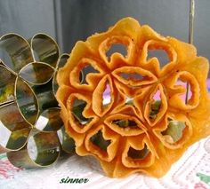 The Waitakere Redneck's Kitchen: Honeycomb Biscuit~Kuih Loyang~Kuih Rose
