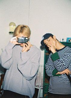 "THE BOYZ (더보이즈) on Twitter: ""[상연] 📸 신기하죠?! #FilmOpen #no15… "" Boys Wallpaper, Cartoon Wallpaper, Changmin The Boyz, Cute Friend Pictures, Never Fall In Love, Prince Eric, Aesthetic Boy, We The Best, Cute Friends"