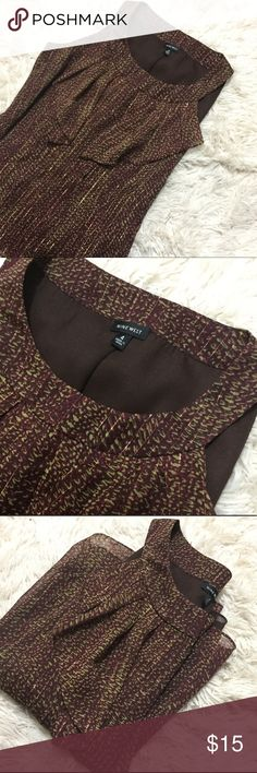 Sleeveless Blouse A maroon and metallic gold color sleeveless blouse by Nine West. Size 4. Posh rules only, no PayPal, no lowball offers. Reasonable offers welcome. Happy Poshing  !🖤 Nine West Tops Blouses