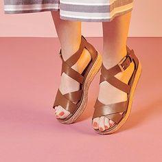 sandales plates pour femme Strap Sandals, Shoes Sandals, Heels, Cute Shoes, Me Too Shoes, Ella Shoes, Shoe Closet, Mode Style, Huaraches
