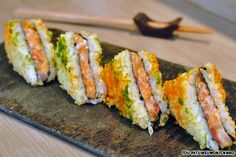 Find images and videos about food and sushi on We Heart It - the app to get lost in what you love. Japan Sushi, Sushi Co, My Sushi, Sushi Time, Best Sushi, Bangkok Thailand, Comida Kosher, Japanese Sandwich, Gastronomia