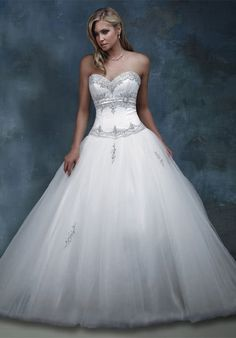 A little bling and sweetheart neckline....stunning.