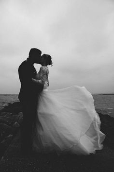 Sweet kiss on a windy wedding day | Rob Grimes Photography