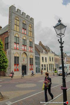 NUMMER: 10 ----------------------------------------- Naam: Stadhuis Stamt uit: 15e eeuw Plaats: Vianen