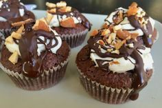 Caleb's Chocolate Cupcakes (Click Pic for Recipe) I completely swear by CLEAN… Clean Eating Chocolate, Clean Eating Desserts, Healthy Eating Recipes, Healthy Desserts, Just Desserts, Healthy Meals, Healthy Cupcakes, Yummy Cupcakes, My Favorite Food