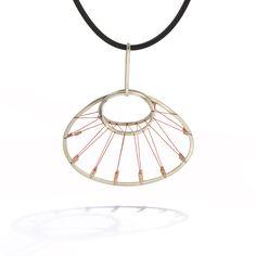 Platform for the communication of the international art jewellery. Thread Jewellery, Wire Jewelry, Jewelry Art, Jewelry Design, Spring, Pendants, Pendant Necklace, Jewels, Ideas