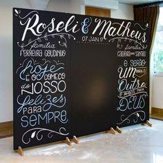 Photobooth Roseli & Matheus | Painel  Giz  #aldriclettering #lettering #handlettering #lousa #chalkboard #decoracao #lousa #CasamentoRoseliMatheus #casamento #photobooth
