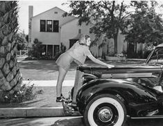 """Channing Thomson on Twitter: """"Judy Garland and her new car, 1939.… """" Judy Garland, Rare Photos, Vintage Photos, Wizard Of Oz Pictures, Jack Haley, Buddy Ebsen, Victor Fleming, Billie Burke, Glinda The Good Witch"""