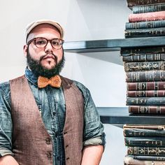 NYC costume designer Antonio Consuegra chats about shopping in the city, doing his first broadway show and shares his best style tips for big men: http://chubstr.com/2015/style/the-stylistic-antonio-consuegra-new-york-city/